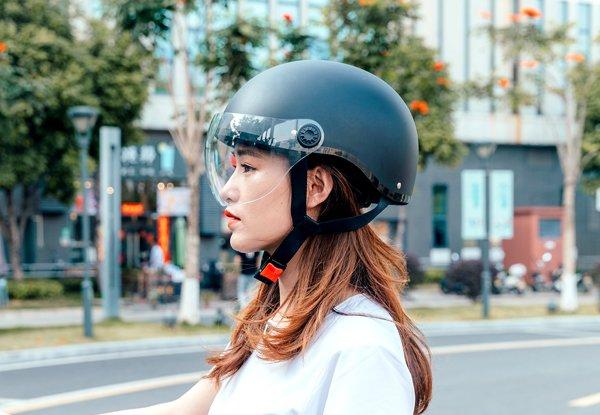 Fahrradhelm kaufen - worauf achten? Wir beantworten die am häufigsten gestellten Fragen.