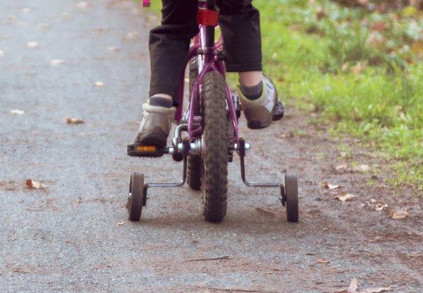 Stützräder für das Kinderfahrrad? 8 Dinge, die du wissen musst.